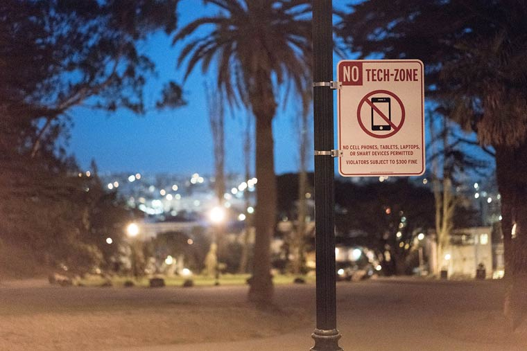 No Tech Zone – New road signs to prohibit the use of connected objects?