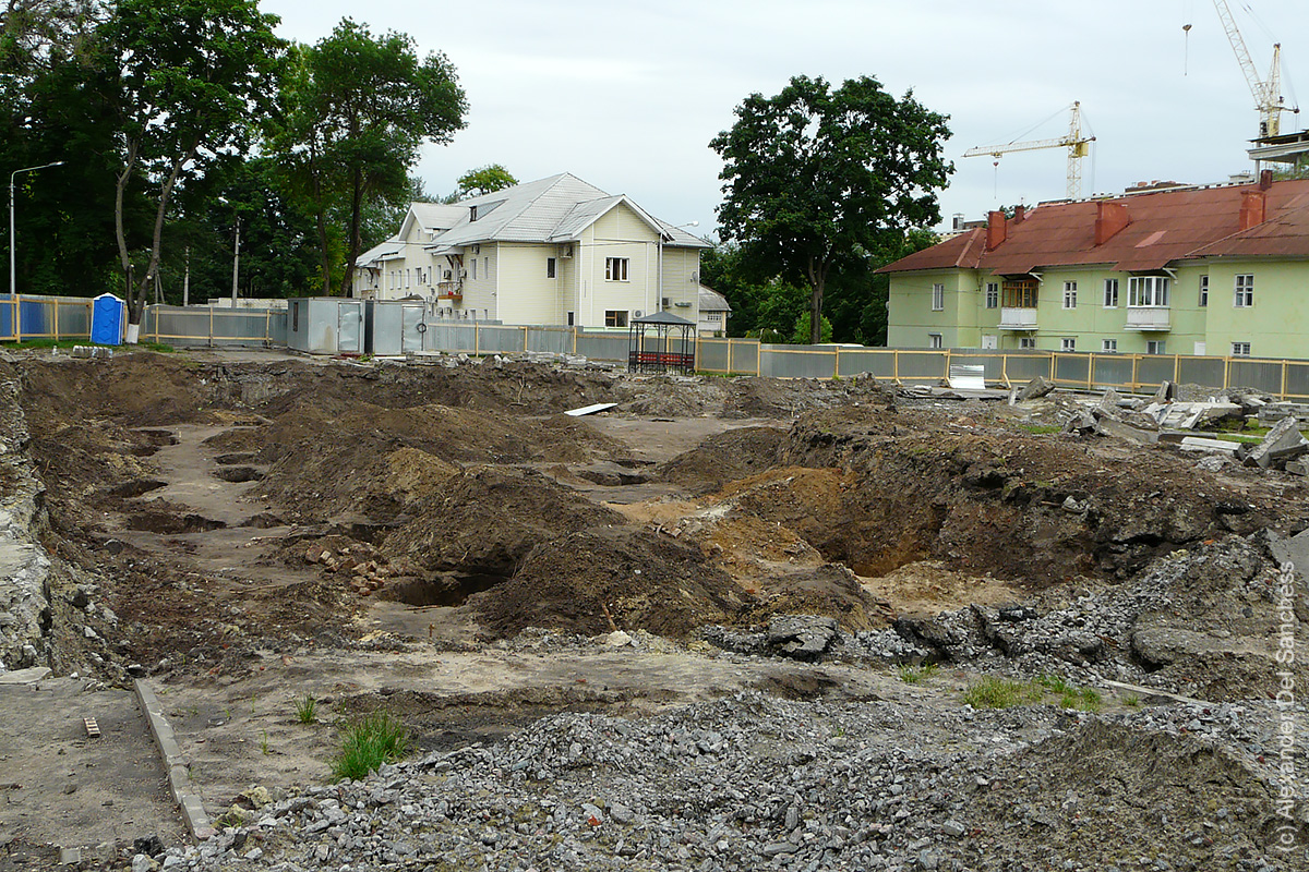 Раскопки на месте Свято-Троицкого собора.jpg