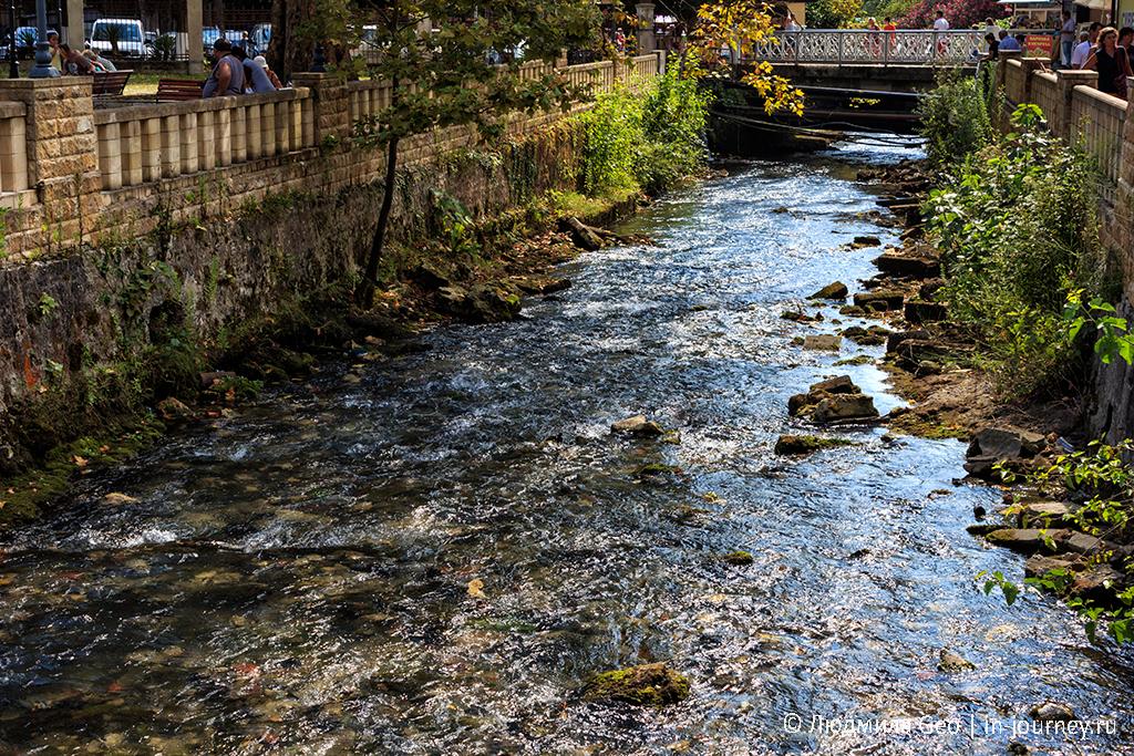 река Псырцха в центре Нового Афона