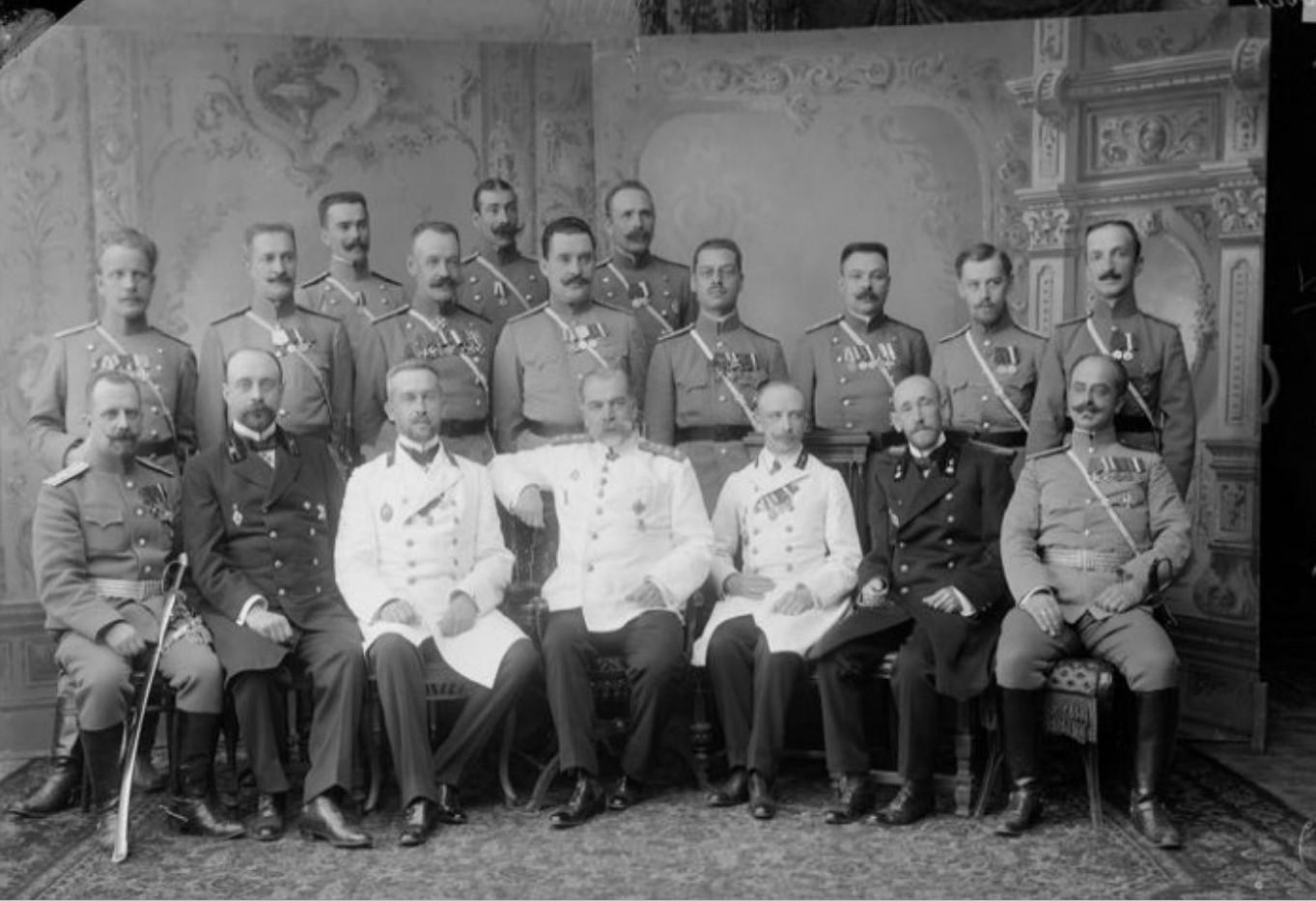 Группа нижегородской полиции с губернатором В.М. Борзенко. 1890