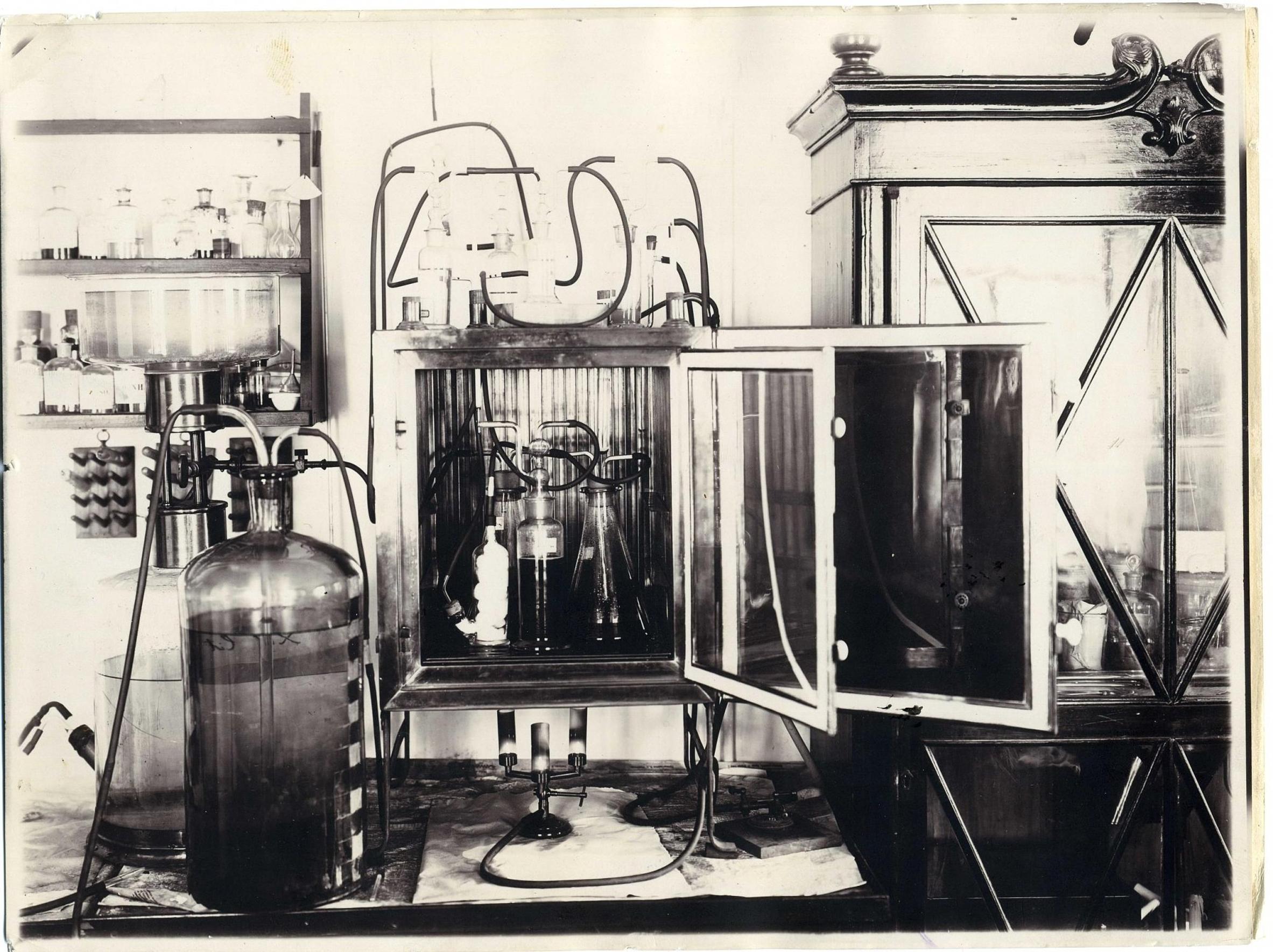 Вид электрофизиологической лаборатории. 1896