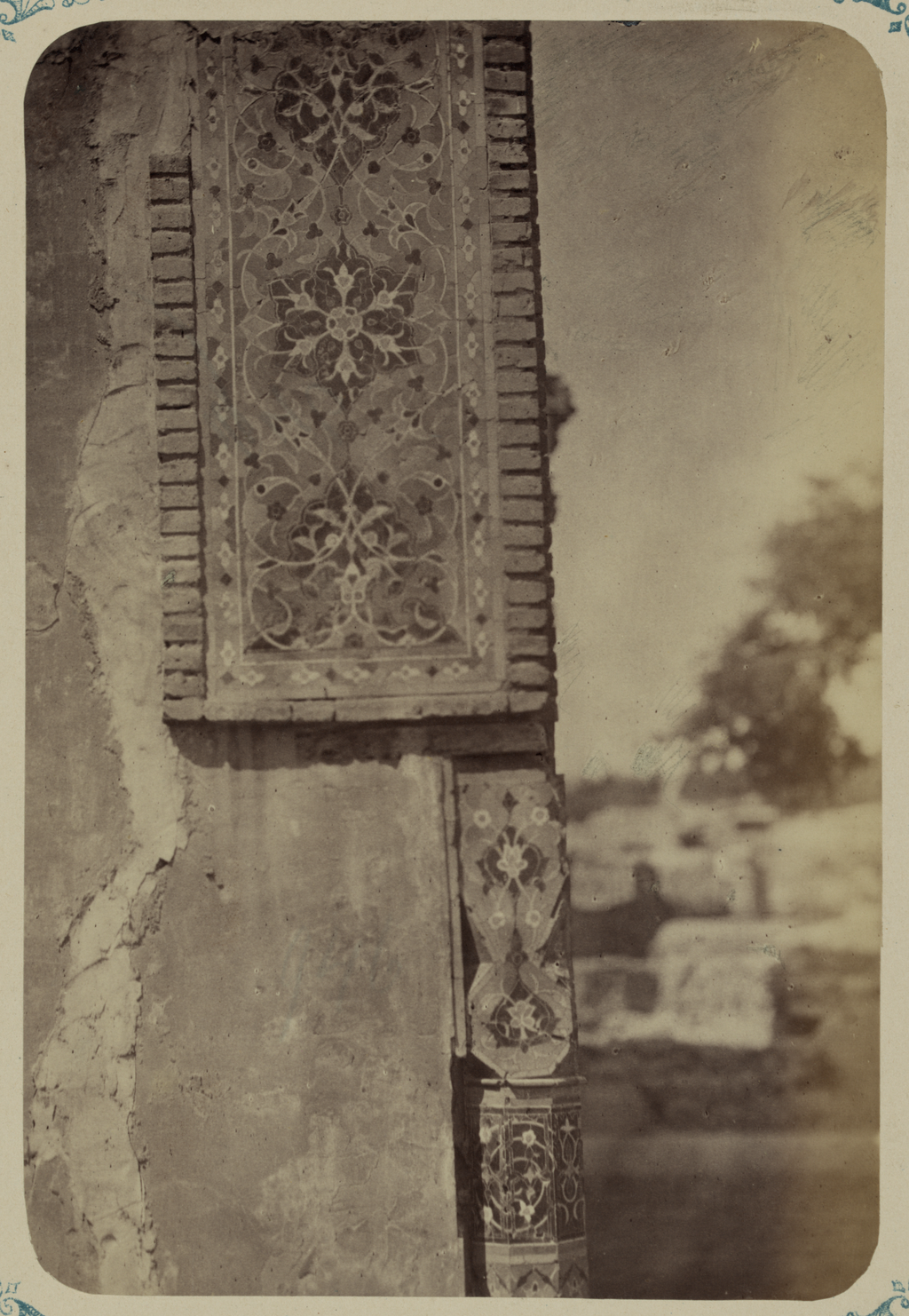 Мавзолей эмира Тимура Курагана (Гур-Эмир). Капитель колонны и часть отделки на северном фасаде
