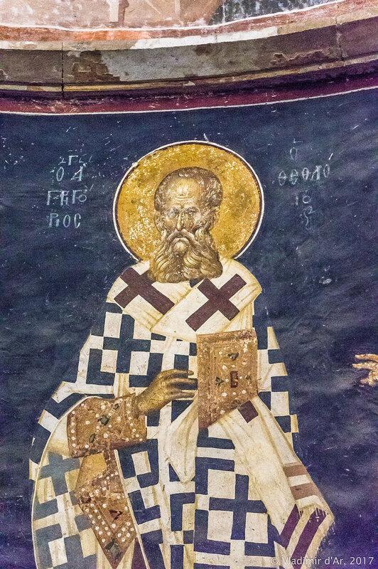 Святые епископы (понизу апсиды) - Григорий Богослов. Мозаики и фрески монастыря Хора.
