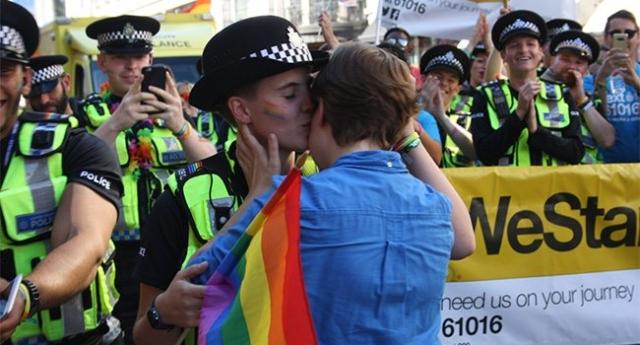 lesbian-proposal-pride1_640x345_acf_cropped.jpg
