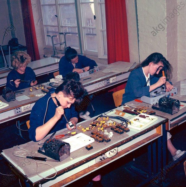 Lehrling /Elektromonteur/ DDR/ Foto 1985 - -
