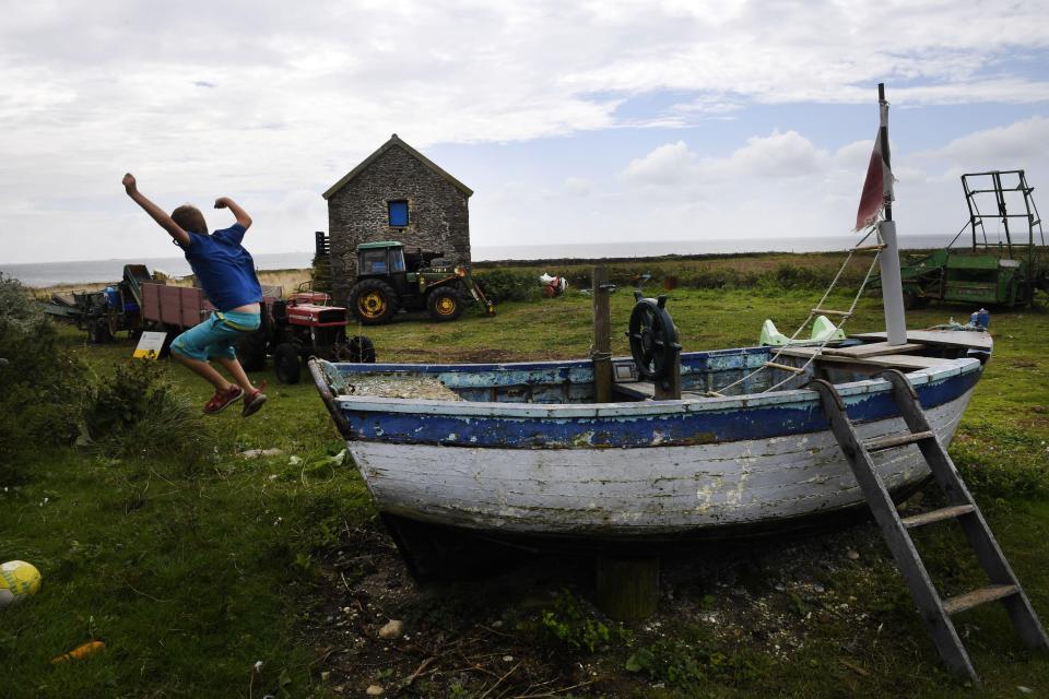 Французское правительство ищет пару для ухода за фермой на необитаемом острове