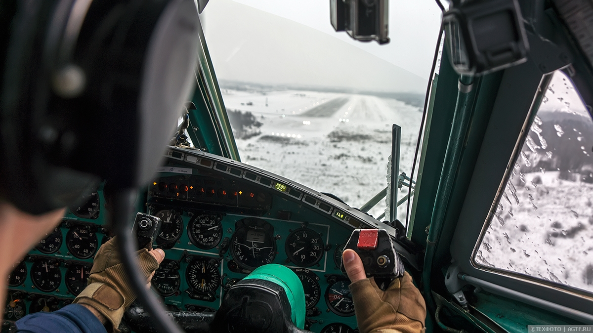 Отработка посадки в сложных метеоусловиях — взгляд из кабины Ан-22