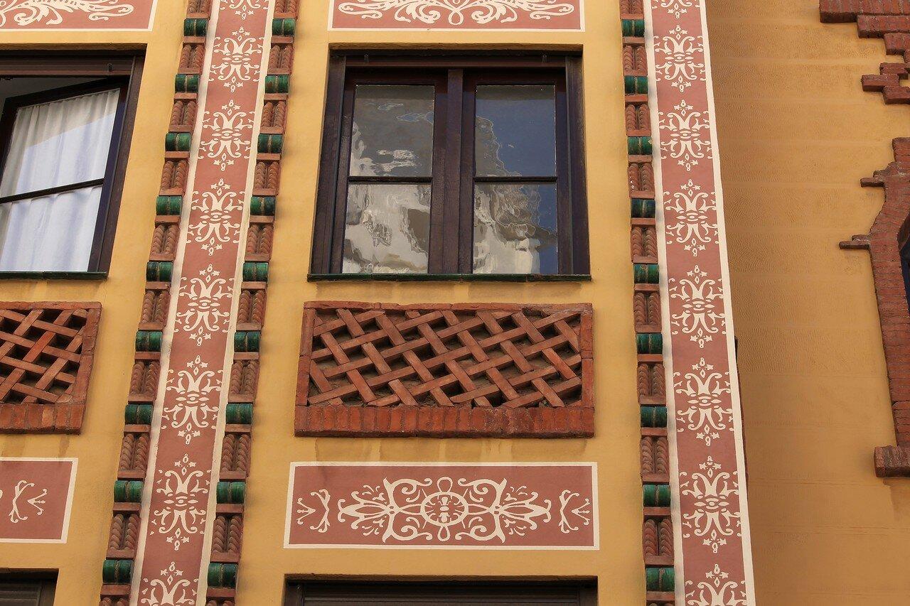 Малага. Дом Гильена-де-Кастро (Edificio Guillén de Castro)