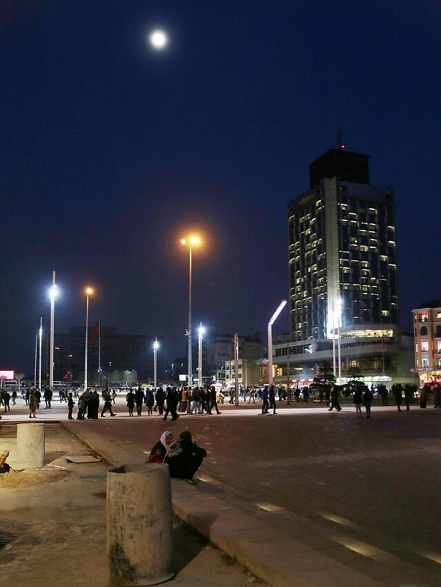 Night Istanbul.  Beyoglu, Taksim Square (Taksim Meydanı)