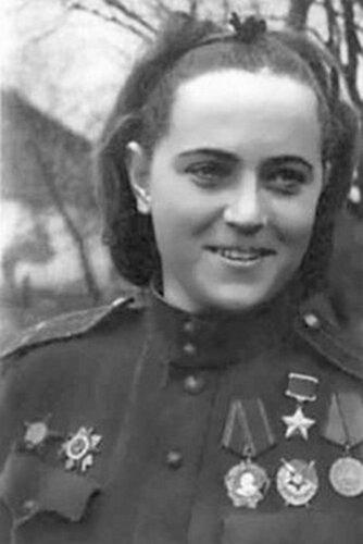 Жигуленко Евгения Андреевна — Герой Советского Союза,  командир звена 46-го гвардейского женского ночного бомбардировочного авиационного полка 325-й ночной бомбардировочной авиационной дивизии, гвардии лейтенант.