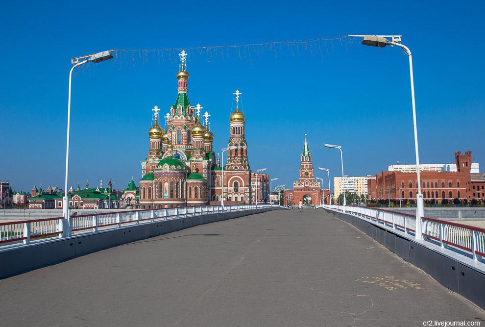 23. Мост начинается от Спасской башни.