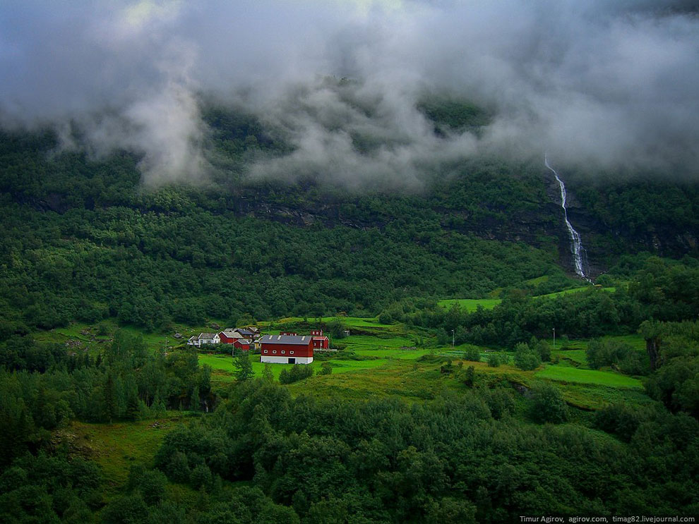 Одна из остановок нашего туристического поезда — водопад Кьёсфоссен: