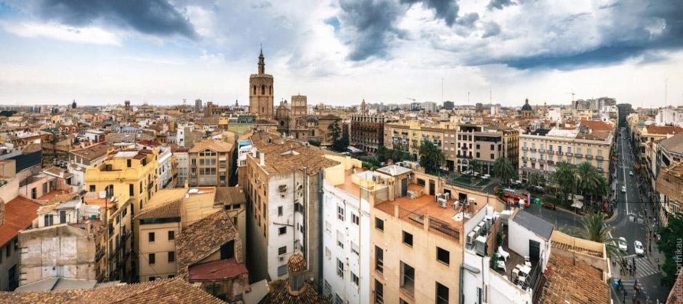 12. Мэрия города находится на самой оживленной площади Валенсии, на которой проводятся праздн
