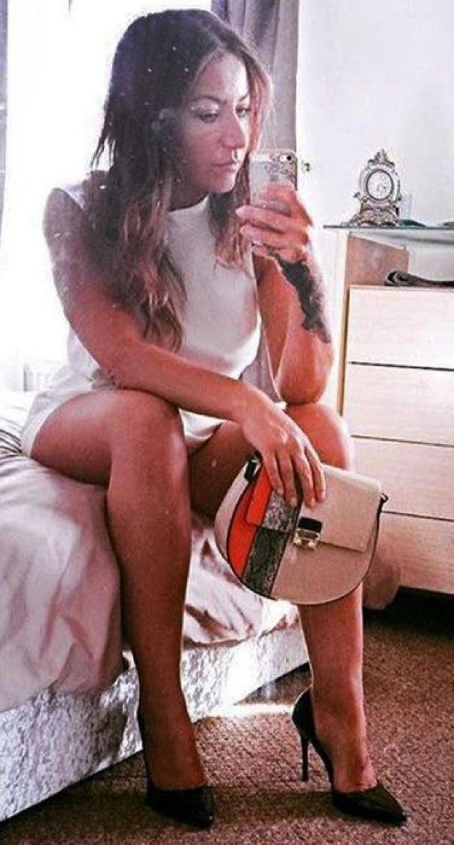 Еще одна учительница из США была уволена за селфи в короткой юбке на каблуках. Ее ноги были чуть рас