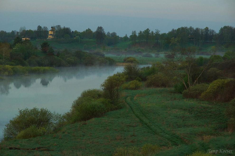 22. Проезжаю от моста еще около двух километров и попадаю в небольшую деревеньку Зимари. В ней стари