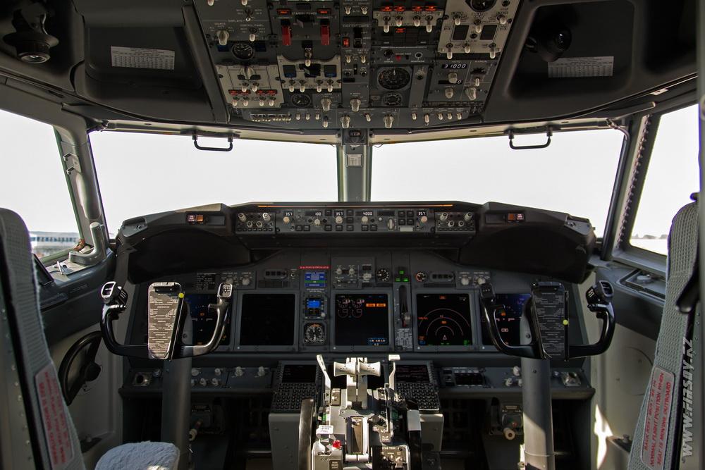 B-737_UR-PSJ_Ukraine_International_Airlines_9.JPG