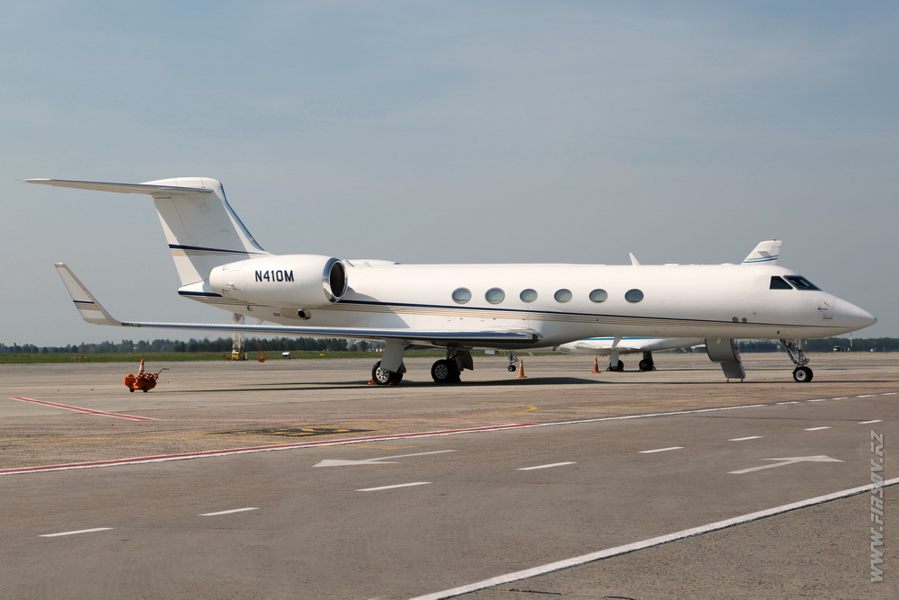 Gulfstream_G-V_N410M_Private.JPG