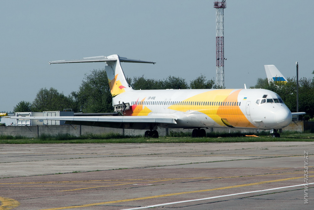 MD-83_UR-WRB_Bravo_Airways.JPG