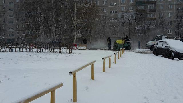 В Нижнем Новгороде новый асфальт положили на снег