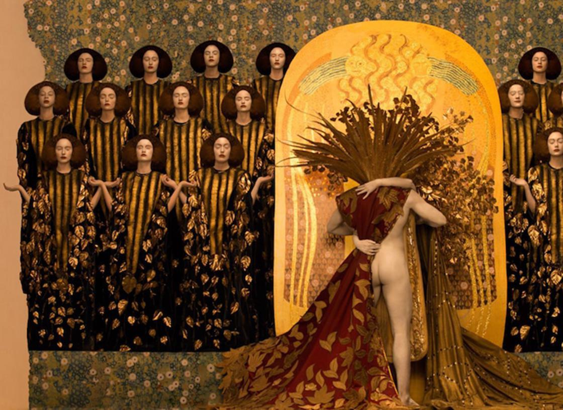 Cette photographe recree les celebres tableaux de Gustav Klimt