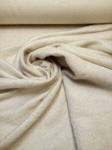 Пальтовая ткань 09-817 , 1800 р/м. с ворсом, пластичная, мягкая, нежного бежевого оттенка, для пошива как демисезонного пальто, так и зимнего. Состав : 60 % шерсть , 20 % ангора , 20 % хлопок Ширина 160 см