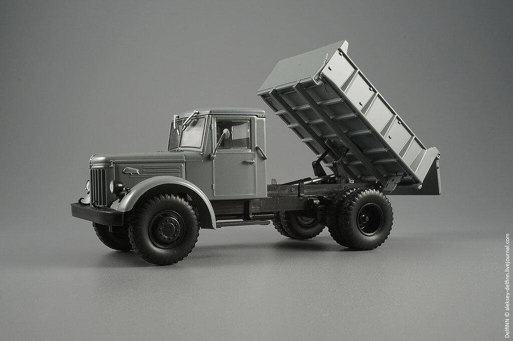 МАЗ-205-05.jpg