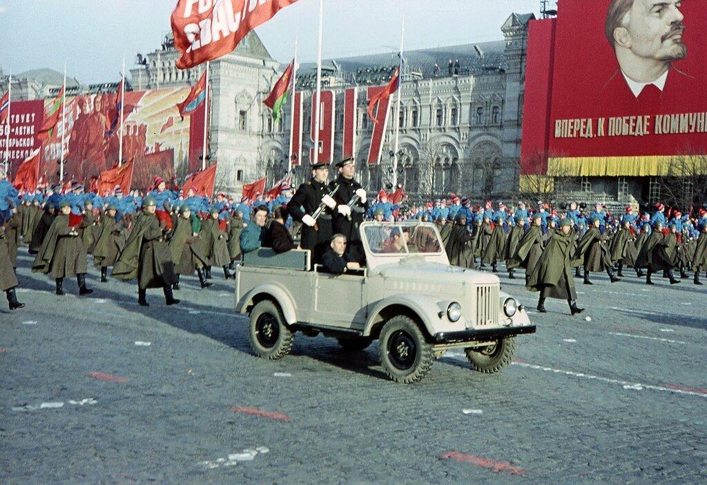 574752 Парад войск в честь 50-й годовщины Октября.jpg
