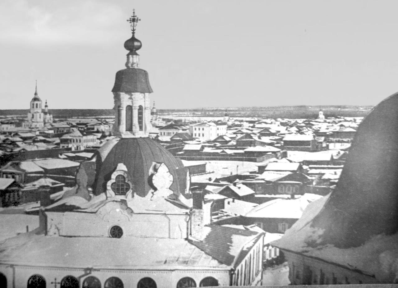Вид на восток от Мужского монастыря
