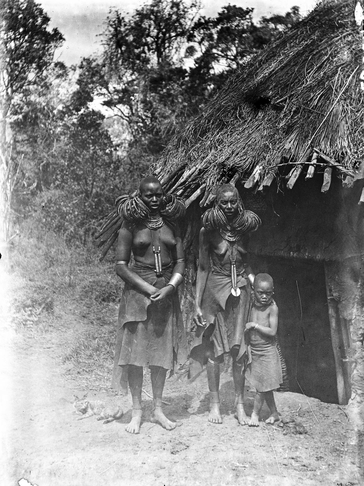 99. Женщины вамбугу с ребенком
