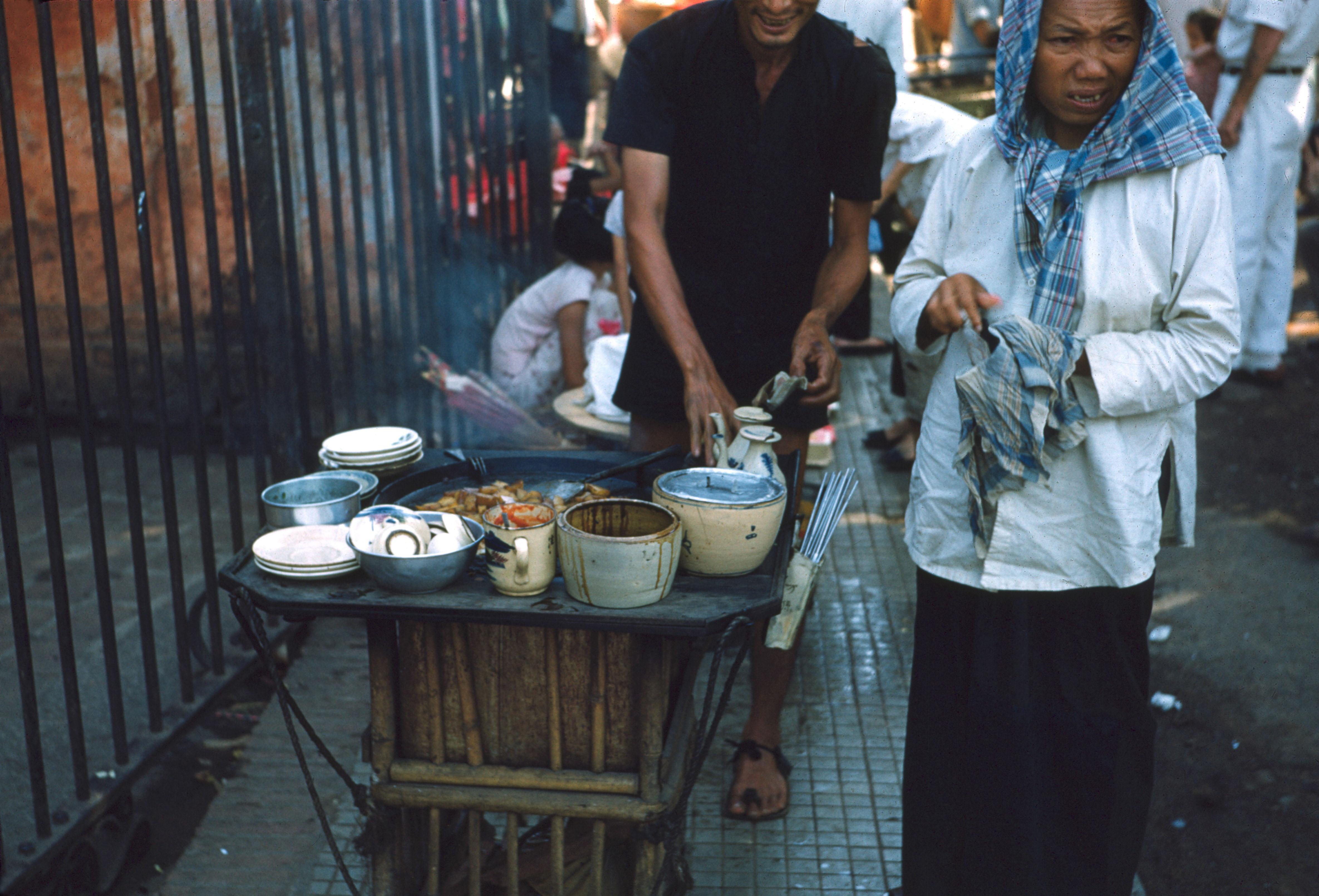 Закусочная на тротуаре