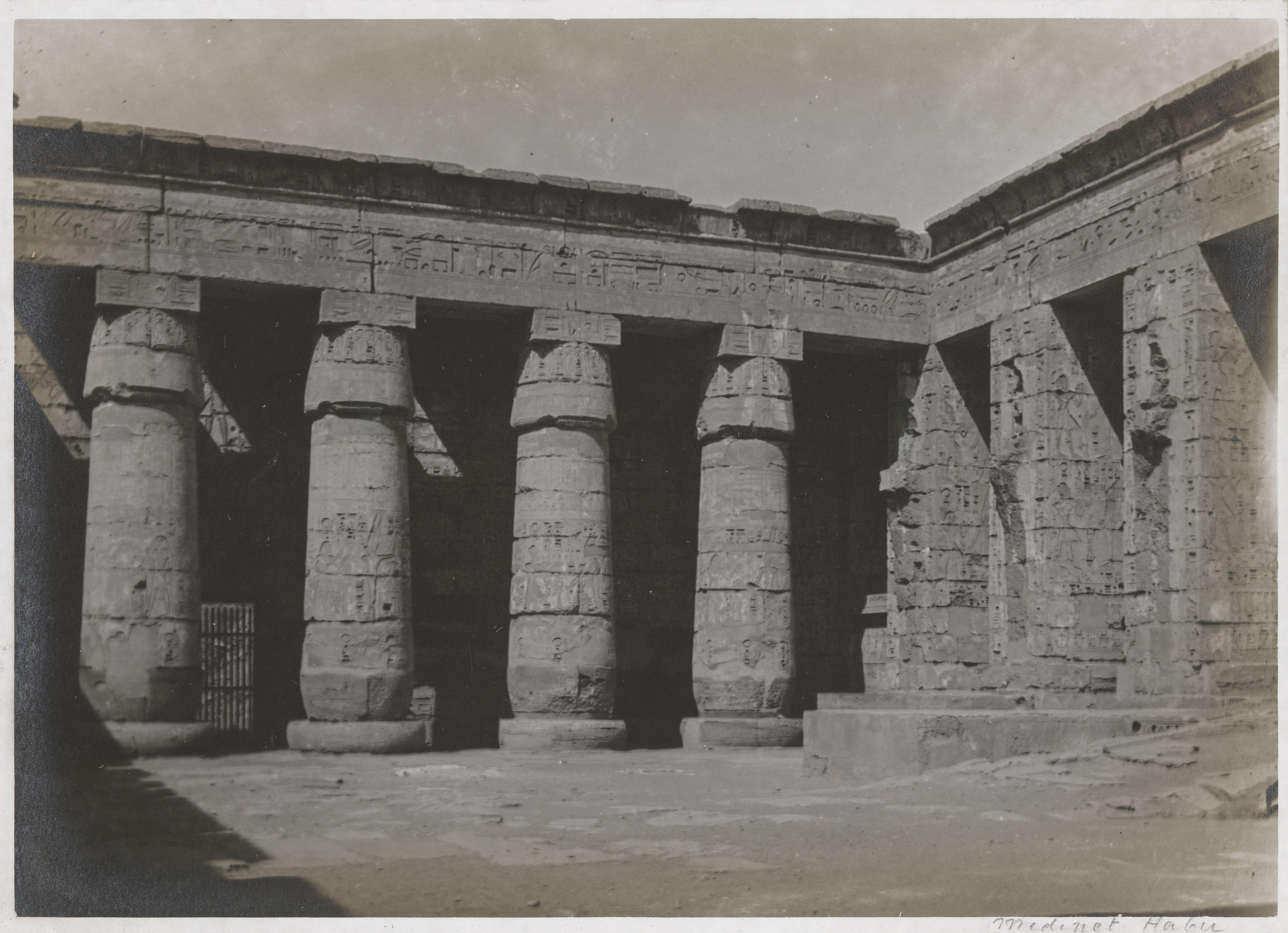 Мединет-Абу. Колоннадные залы погребального храма Рамсеса III