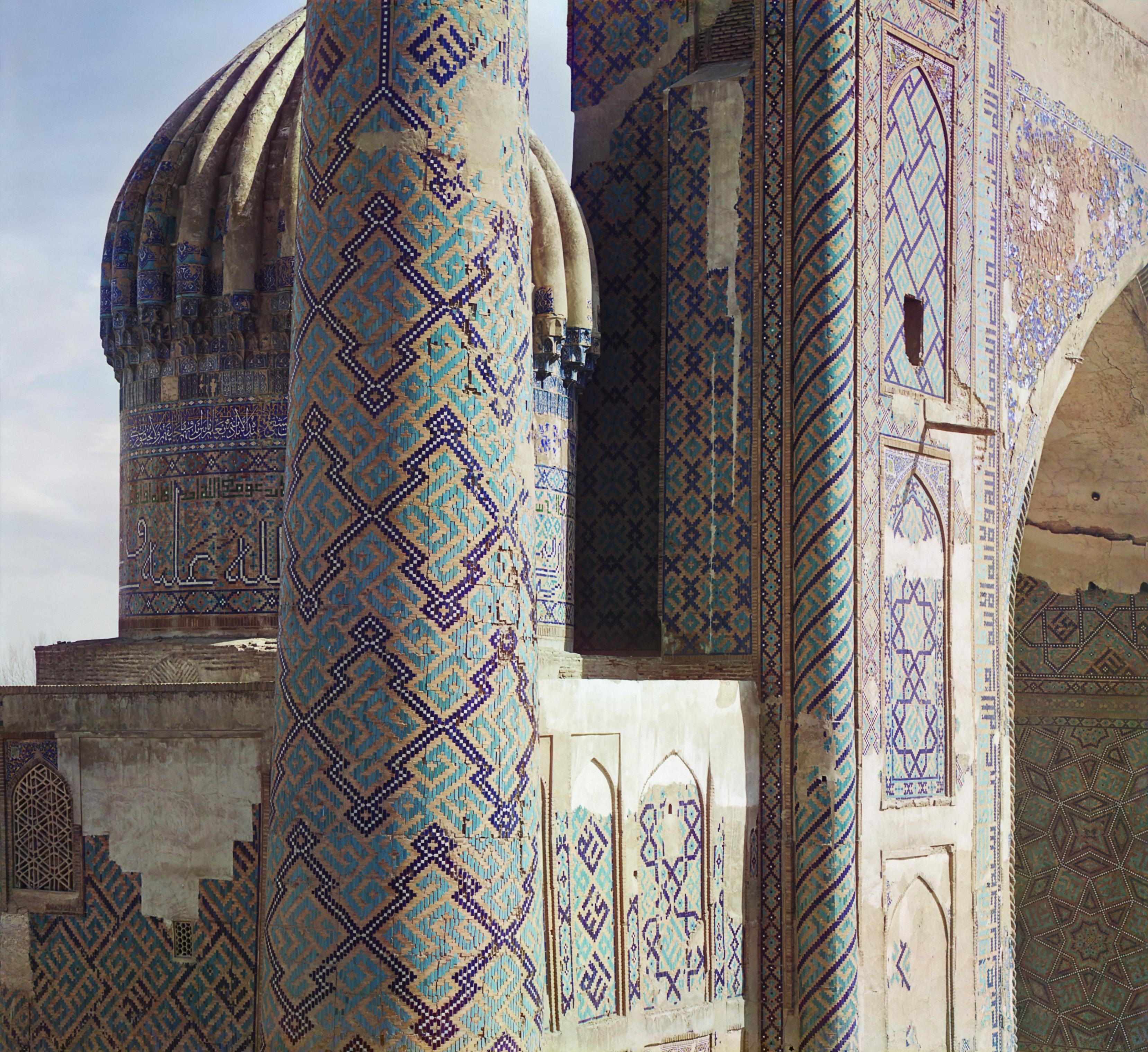 Шир-Дор. Часть минарета и купола с Тилля-Кари