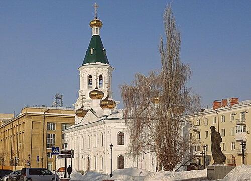 Звучат колокола Воскресенского собора...