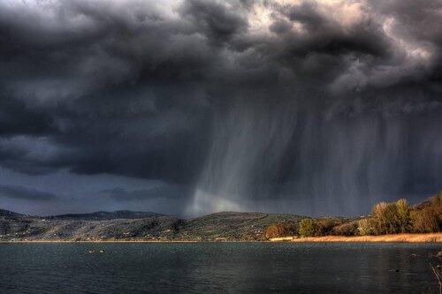 В-Крыму-–-дожди-грозы-и-ливни-прогноз-погоды-на-2-8-мая1.jpg