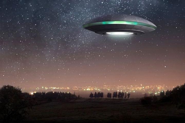 Открытки с Всемирным днём НЛО. Межпланетный корабль! открытки фото рисунки картинки поздравления