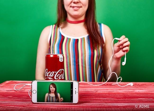 Воткните наушники вразъем смартфона, включите режим фотосъемки инажмите кнопку напроводах наушник