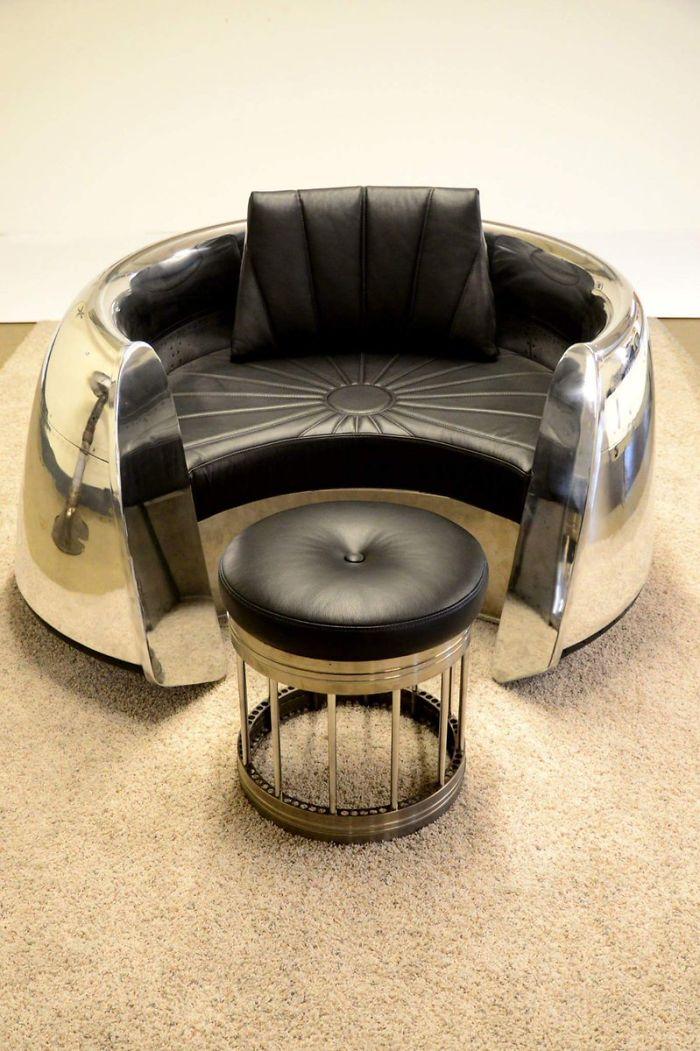 Под крылом самолета: фантастическая мебель из старых запчастей самолета