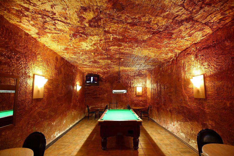 4. Кладбище Фонтанелле — оссуарий, устроенный в естественных пещерах у подножия холма Матердей,