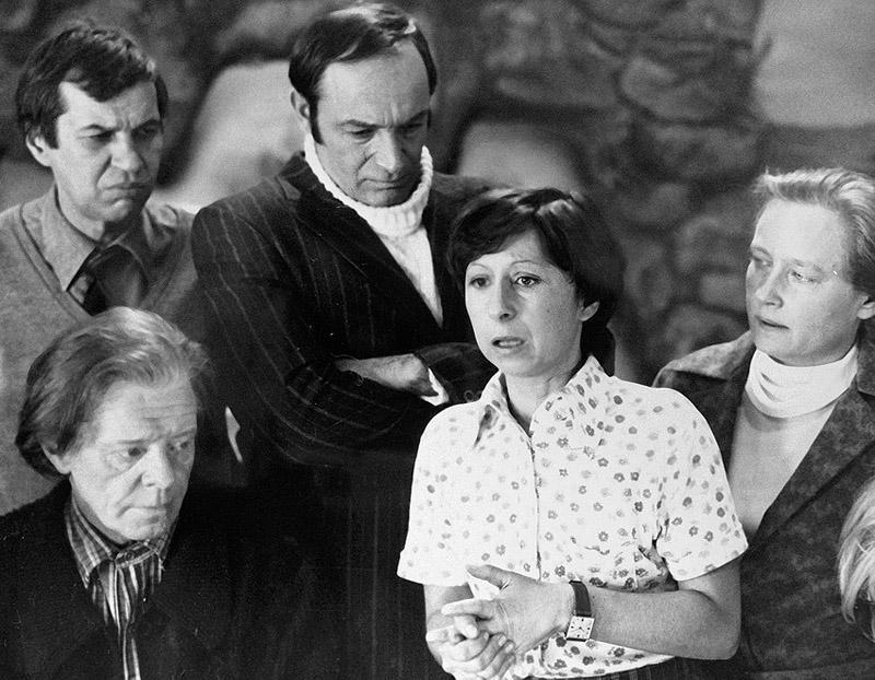 6. Актеров Рязанов старался подбирать так, чтобы они и в жизни были похожи на своих героев. Например