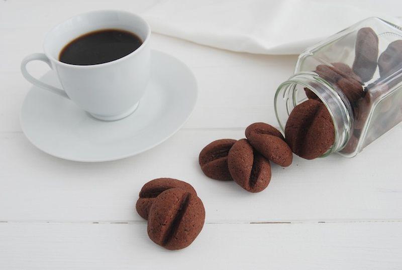 9. Печенье «Кофейные зерна»    Вам понадобится:     4 ст. л. молока    5