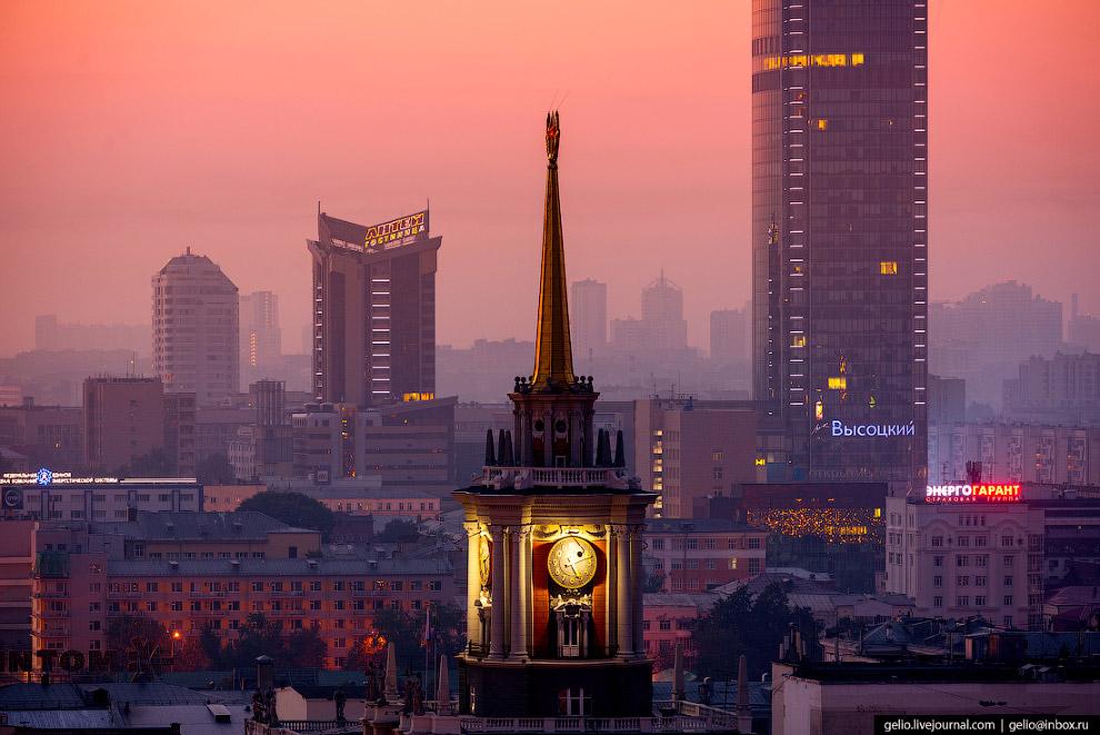 8. Высота шпиля составляет 61 метр. Любопытно, что в старом Екатеринбурге примерно на этом же месте