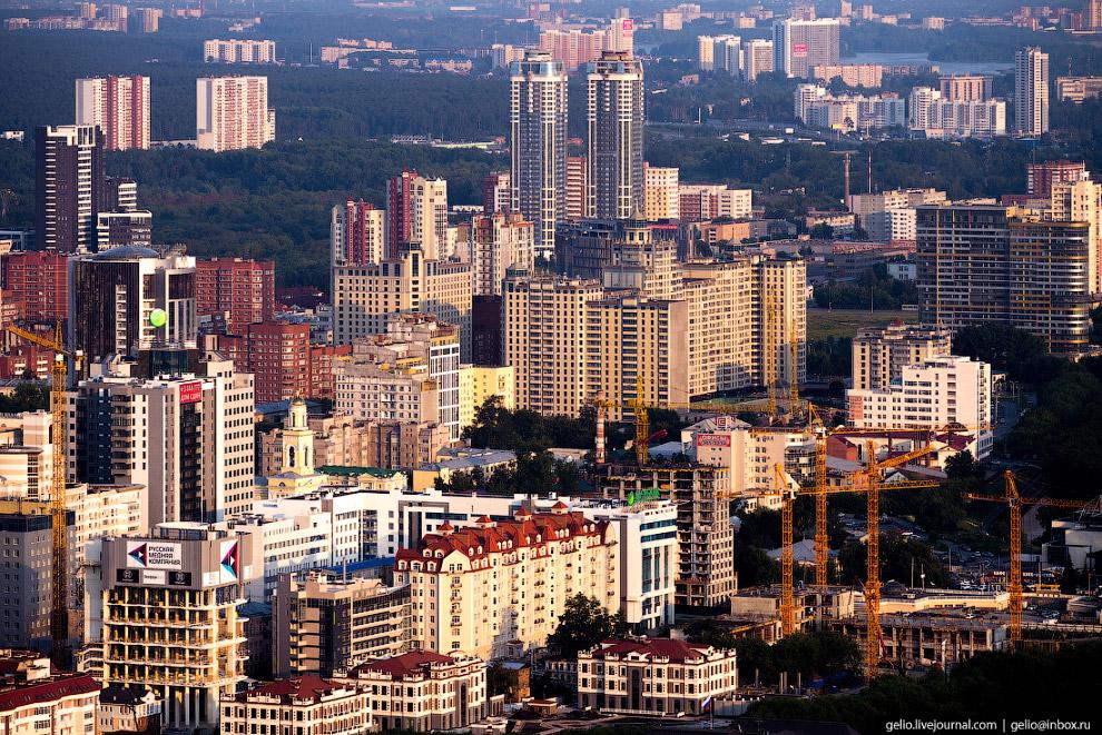 66. 37-этажный жилой комплекс «Чемпион-парк».