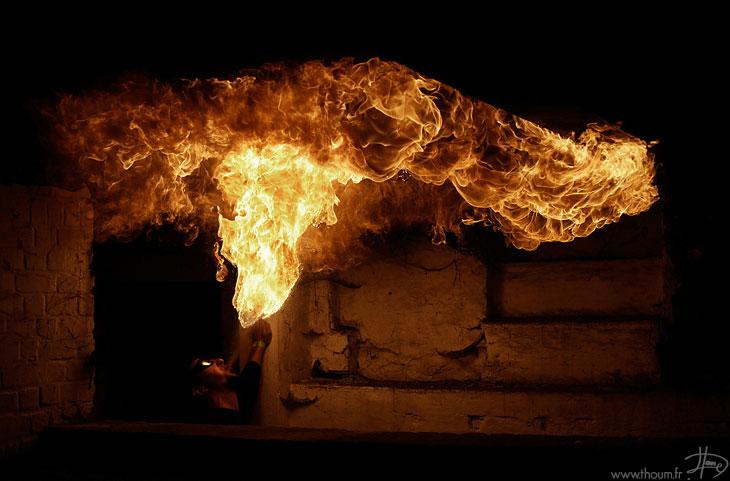 Сначала огонь использовался для создания дыма против докучливых насекомых и только потом древние люд