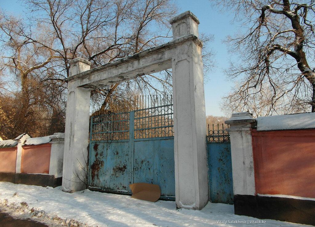 Ворота на Суюнбая.