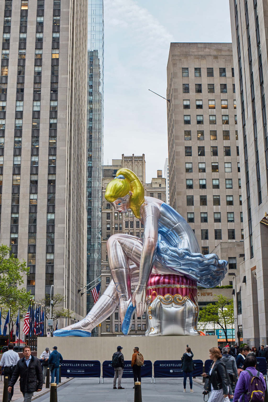 © Jeff Koons / photo by Tom Powel Imaging
