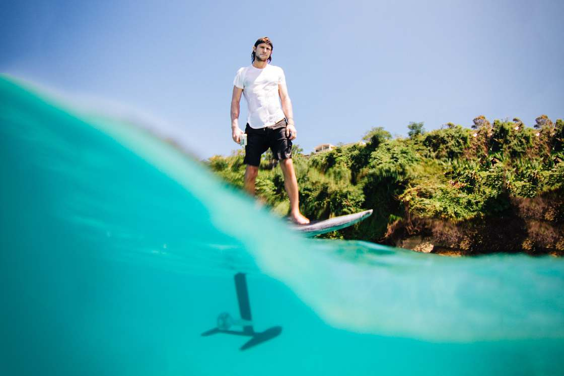 Lift eFoil – An amazing electric surfboard to fly over the water!