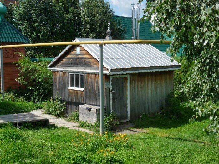 1447262588_kolodec-svyatoy-istochnik-svyatitelya-nikolaya-chudotvorca-selo-taraskovo-gorod-novouralsk-sverdlovskaya-oblast.jpg
