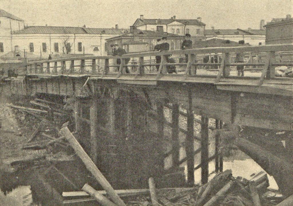 104705 «Комиссариатский мост на канаве» после наводнения 1908.jpg