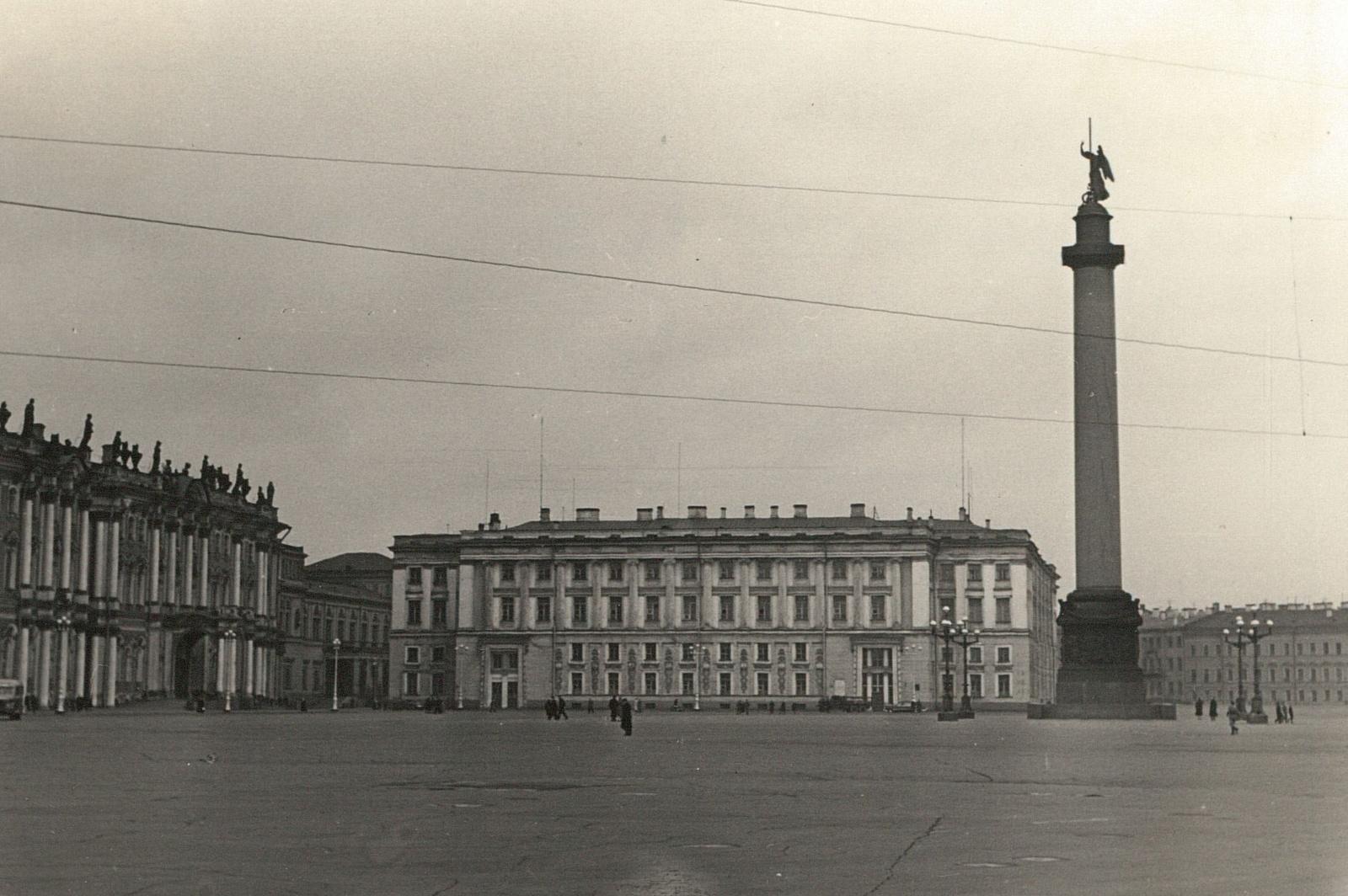 Дворцовая площадь с Эрмитажем