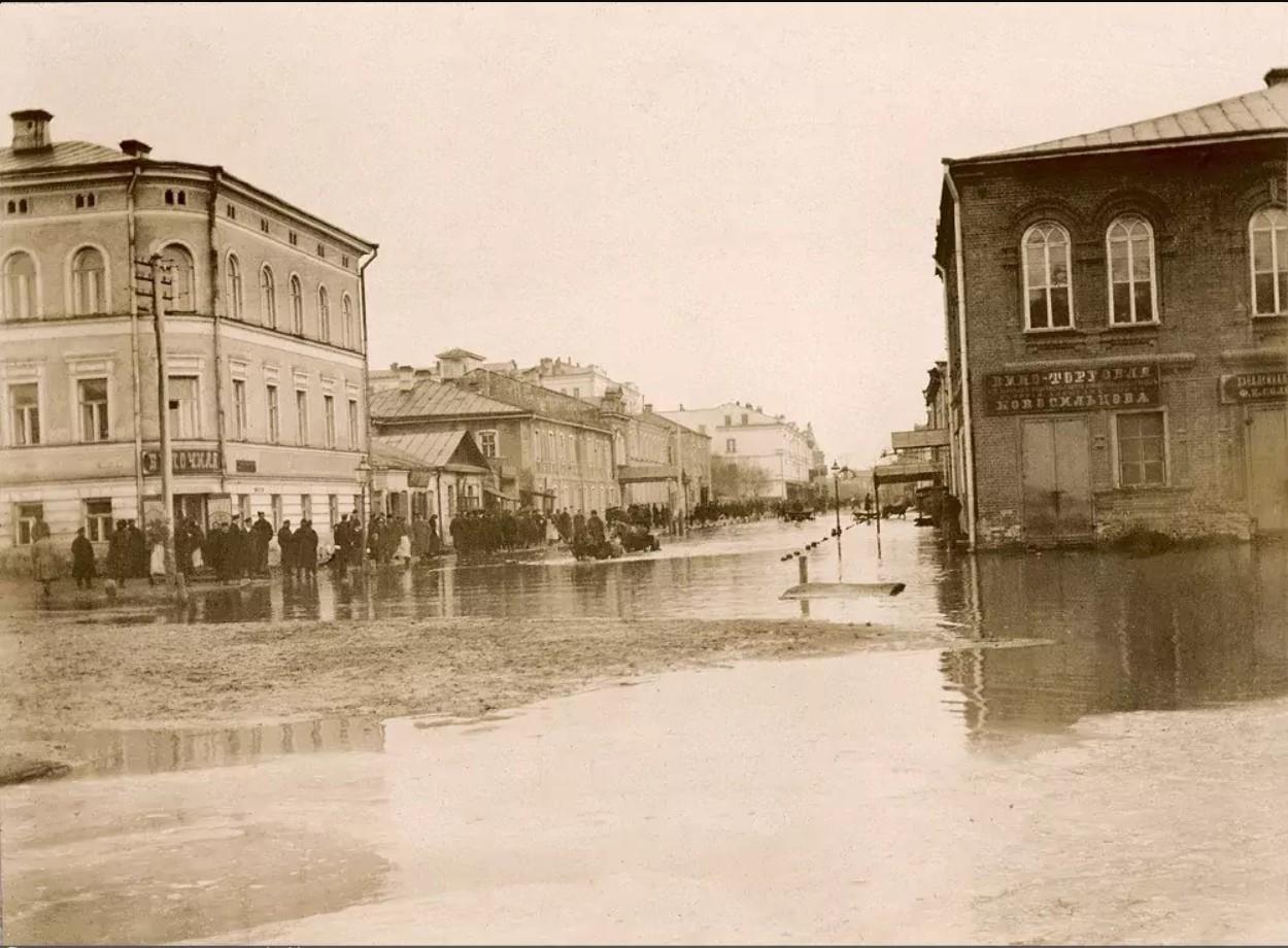 Клочковская улица во время наводнения. 1894